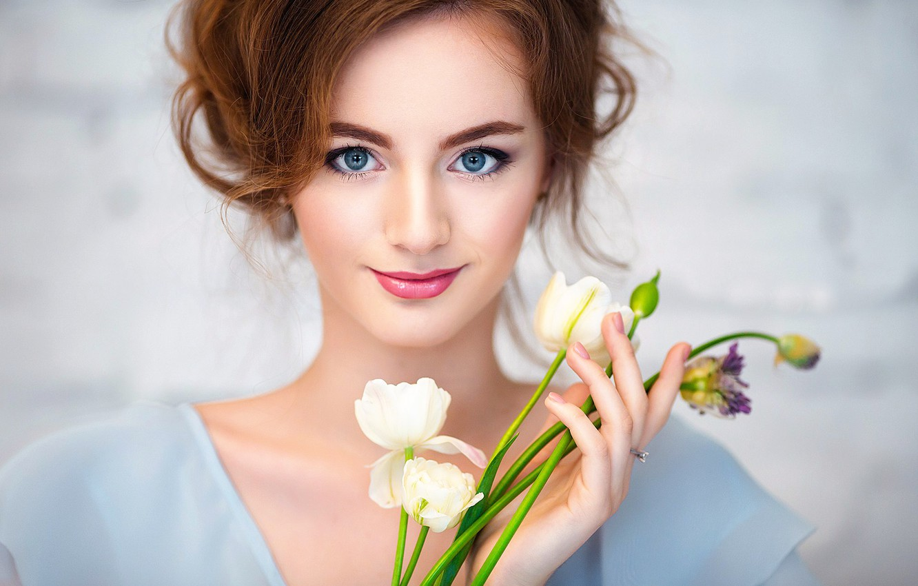Photo wallpaper girl, flowers, smile, makeup
