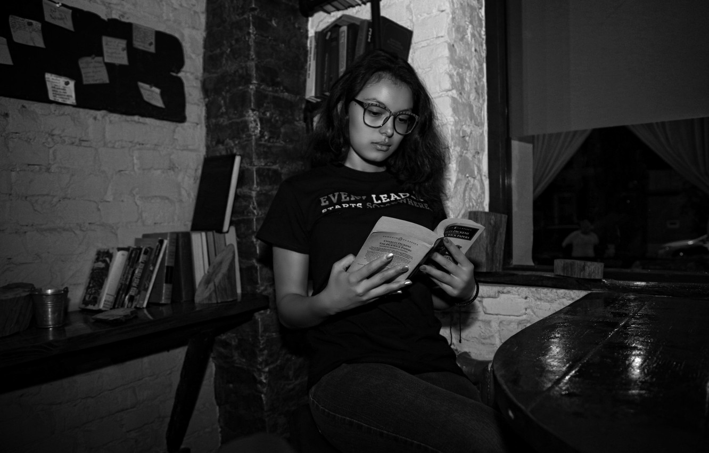 Photo wallpaper girl, black & white, book, beautiful, book, reading, Anastasia, Kide Fotoart, Anastasia Pulatova