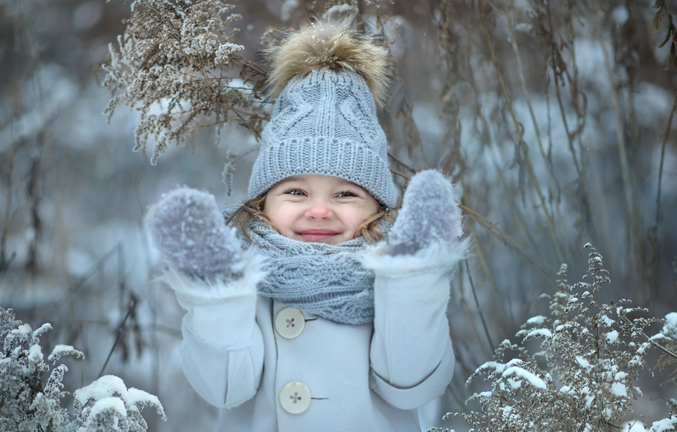 Photo wallpaper winter, happiness, smile, hat, girl, mittens