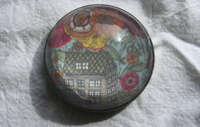 Photo wallpaper icon, white tablecloth, large garden house, Jennifer Judd-McGee