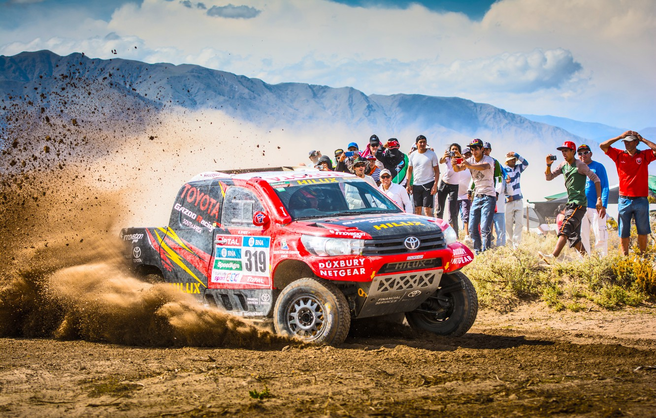 Photo wallpaper Sand, Red, Mountains, Sport, Speed, People, Race, Skid, Dirt, Day, Lights, Toyota, Heat, Hilux, Rally, …