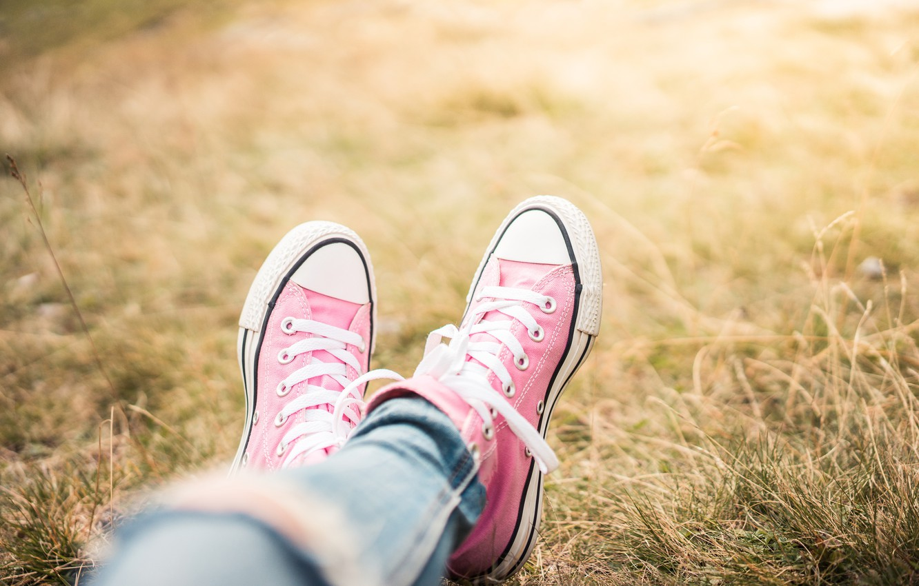 Photo wallpaper grass, feet, sneakers, pink