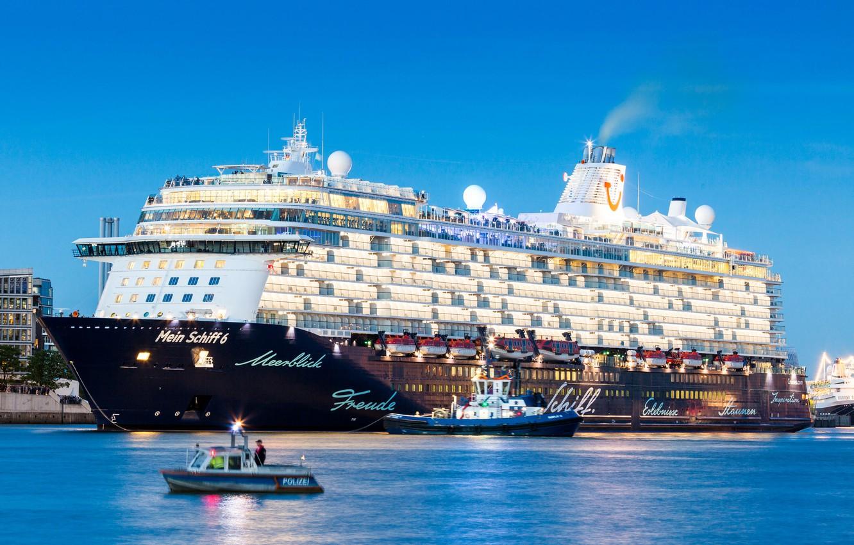Photo wallpaper The evening, Liner, The ship, Passenger, Passenger liner, Tug, My, TUI Cruises, Royal Caribbean Cruises, …