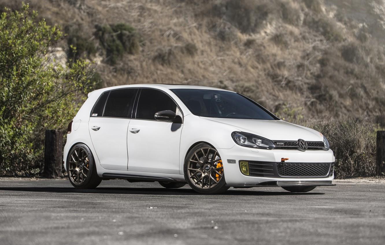 Photo wallpaper Volkswagen, White, Golf, GTI, MK6, Wheels, Bronze