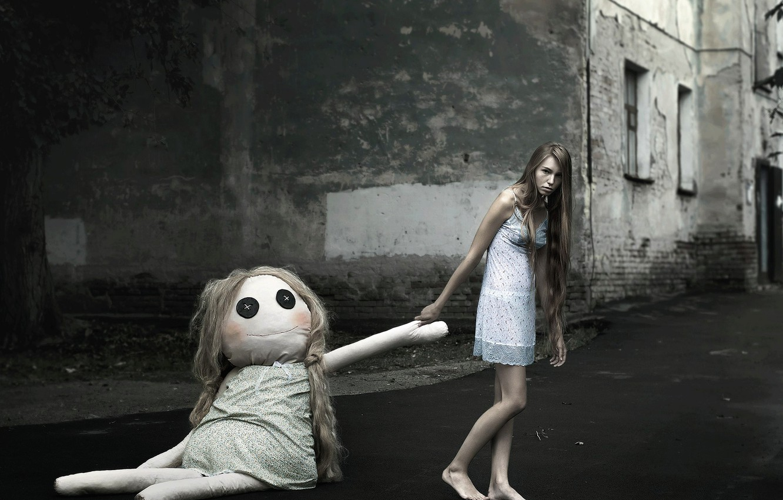 Photo wallpaper girl, the city, sleep, doll, nightie, barefoot