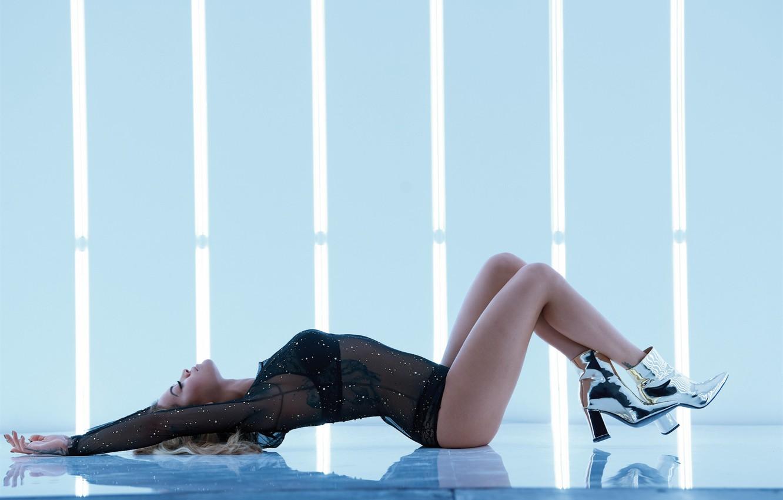 Photo wallpaper pose, bending, lies, singer, Rita Ora