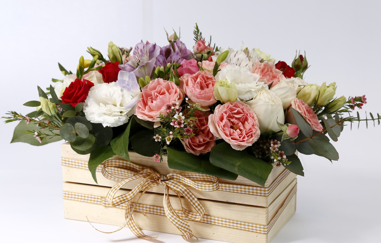 Photo wallpaper flowers, box, roses, buds, bow, composition, Eustoma, Lisanthus