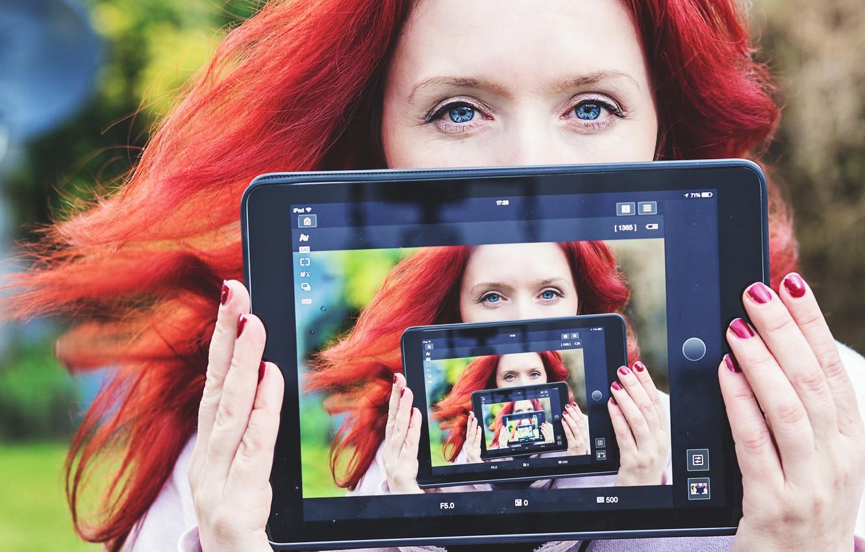 Photo wallpaper girl, tablet, selfie