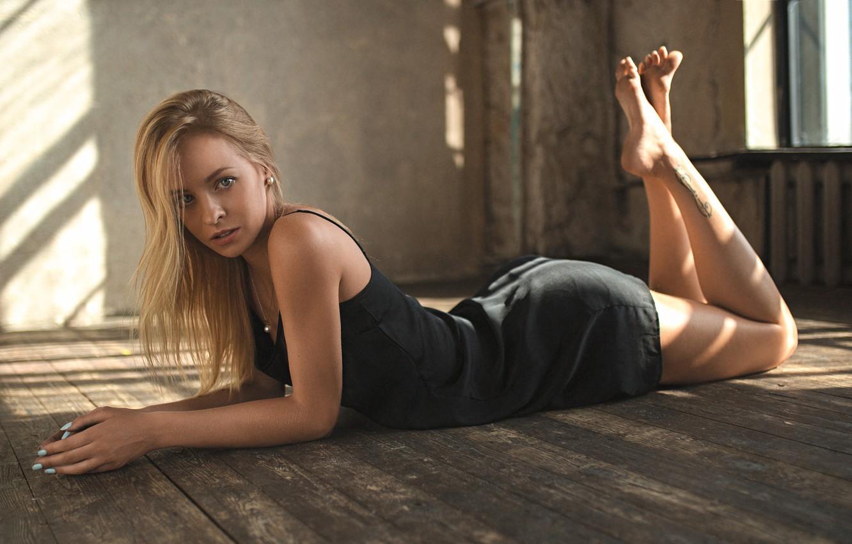 Photo wallpaper pose, room, makeup, figure, dress, window, hairstyle, blonde, lies, beauty, on the floor, in black