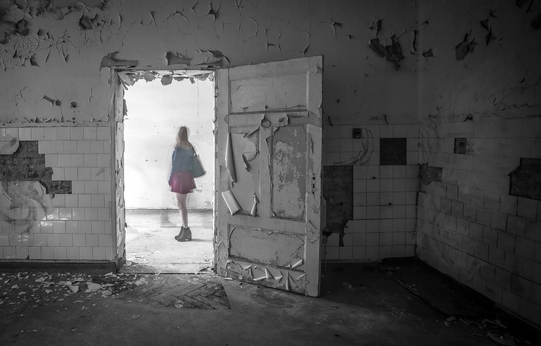 Photo wallpaper girl, room, the door, Ghost