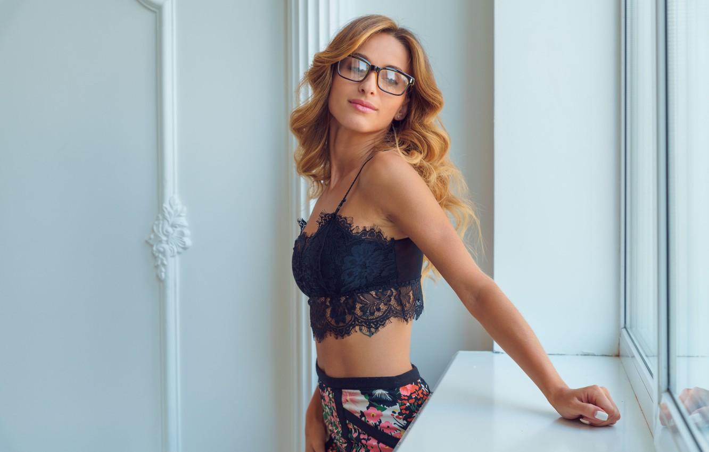 Photo wallpaper sexy, woman, glasses, looking, seduction, reflex, Cara Mell
