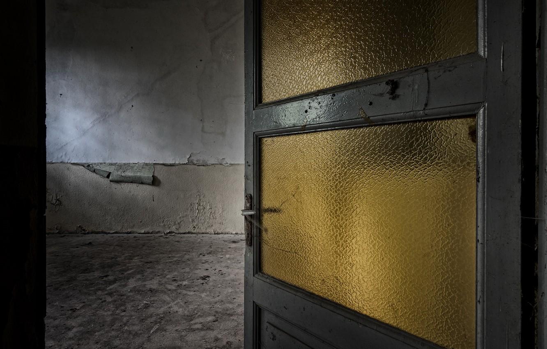 Photo wallpaper room, the door, apartment
