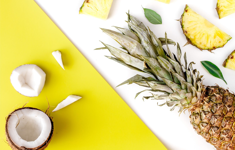 ananas kokos frukty pineapple coconut fruits