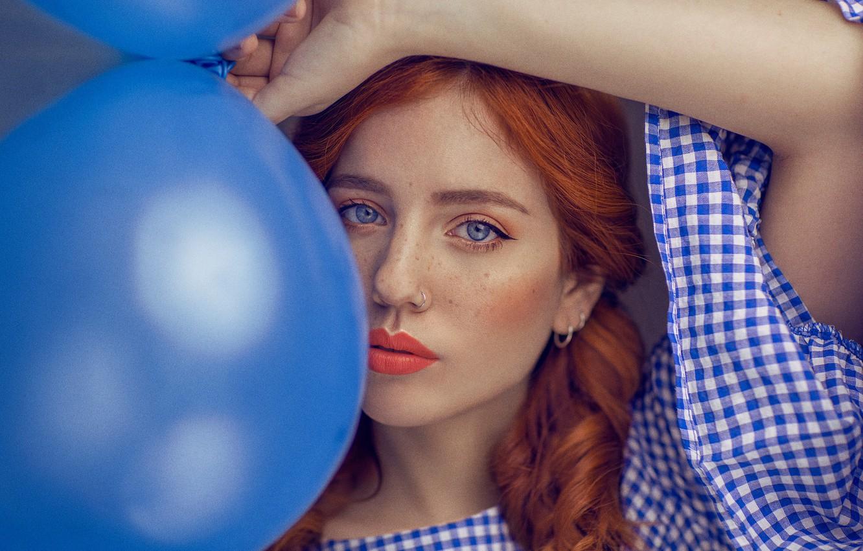 Photo wallpaper look, girl, balls, face, balloons, mood, hand, portrait, lipstick, freckles, red, sponge, redhead