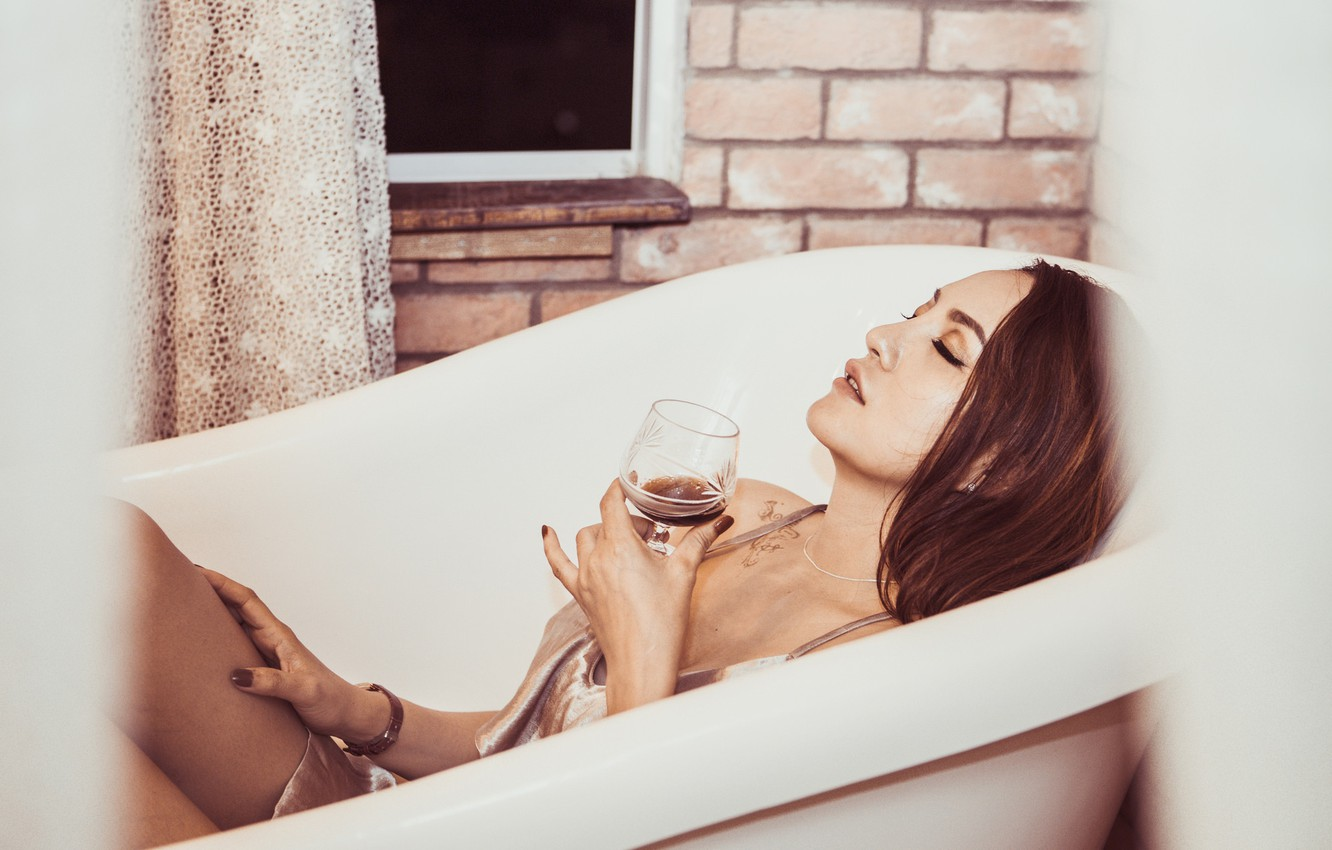 Photo wallpaper girl, wine, glass, bath