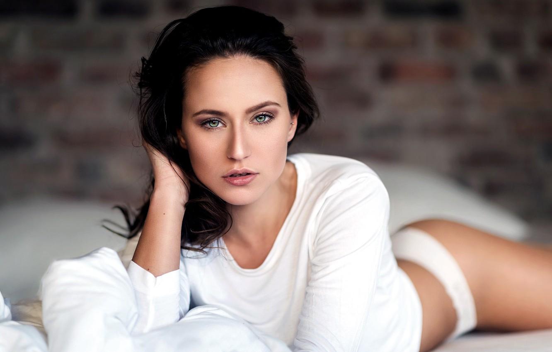 Photo wallpaper girl, Model, green eyes, long hair, photo, bricks, beauty, lips, face, brunette, bed, t-shirt, portrait, …