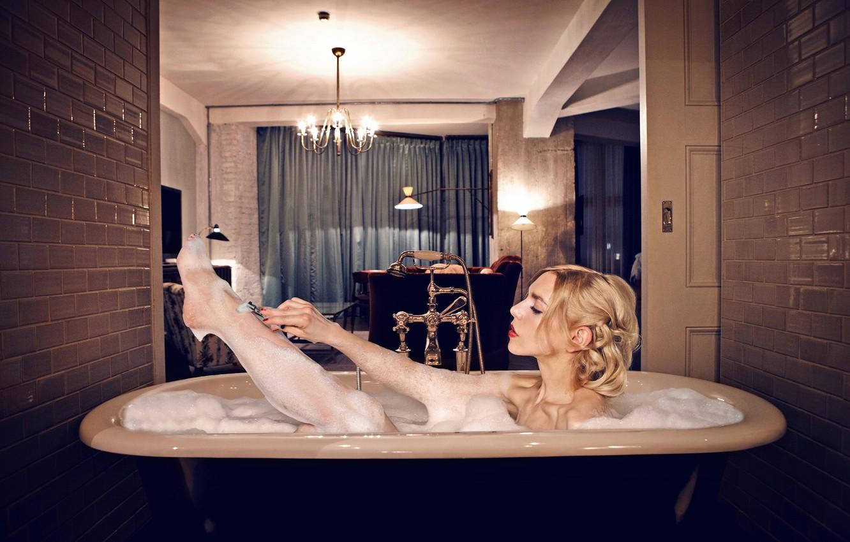 Photo wallpaper Girl, Blonde, Lips, Actress, Hairstyle, Bath, Lipstick, Actress, Julia Dietze, Julia Ditse