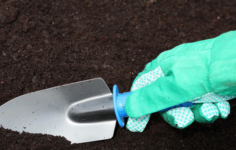 Photo wallpaper earth, hand, gloves, shovel, gardening