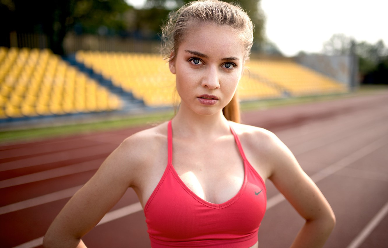 Photo wallpaper pose, portrait, makeup, hairstyle, blonde, topic, t-shirt, athlete, red, stadium, bokeh