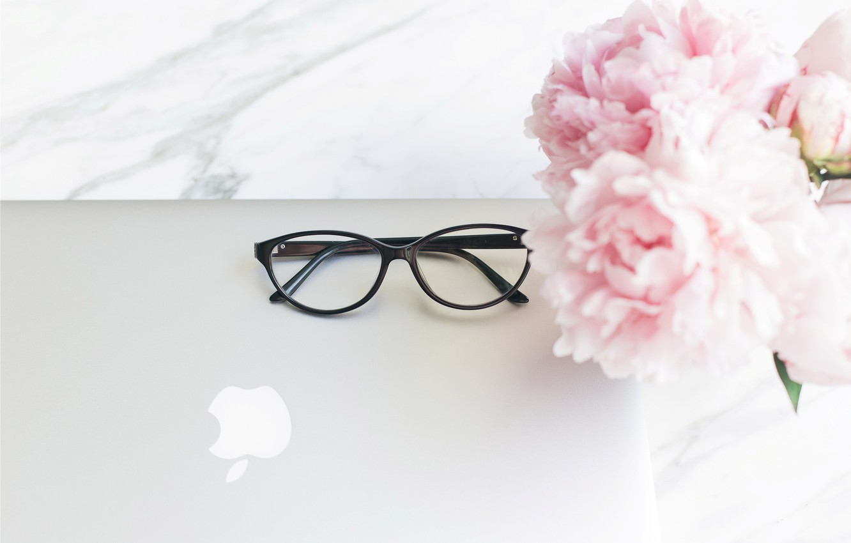 Photo wallpaper flowers, apple, bouquet, glasses, laptop, marble, pink, flowers, peonies, peonies, tender, marble