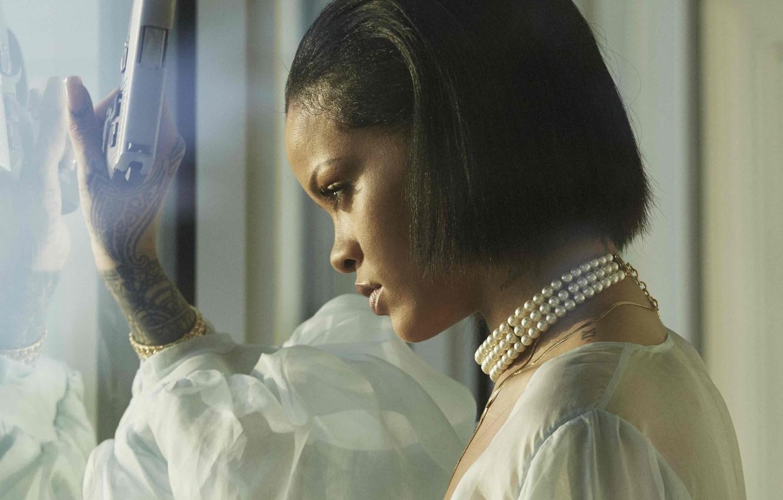 Photo wallpaper gun, profile, singer, Rihanna