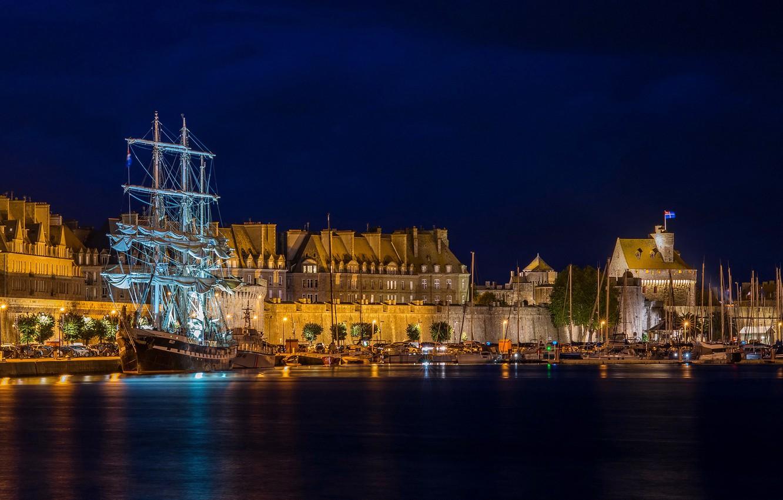 Photo wallpaper night, lights, France, ship, home, sailboat, yachts, boats, lights, Bay, piers, Brittany, Saint-Malo, Saint-Malo