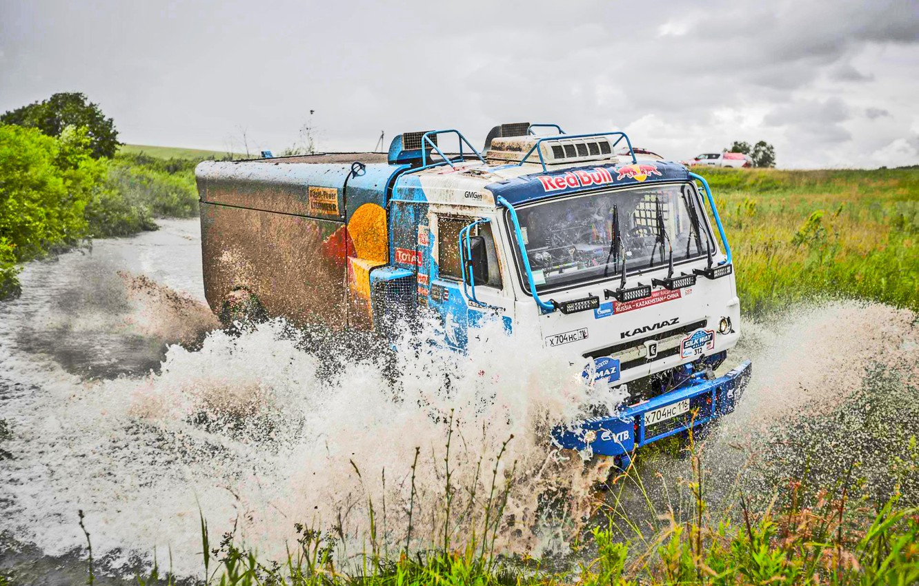 Photo wallpaper Water, Grass, Sport, Speed, Race, Master, Dirt, Squirt, Russia, Kamaz, Rally, Rally, KAMAZ, Master, Ford, …