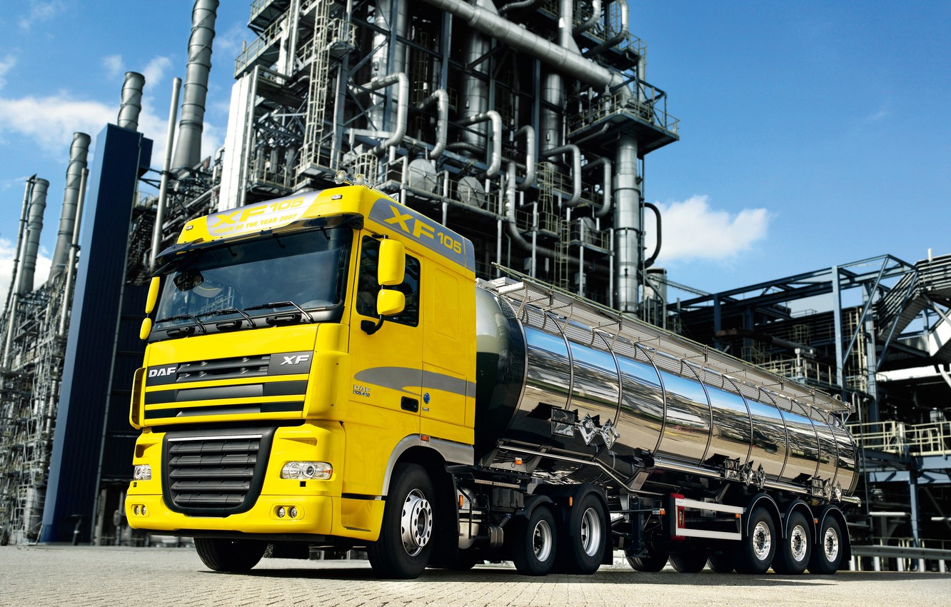 Photo wallpaper yellow, plant, tractor, DAF, tank, DAF, Euro5, 6x2, DAF XF105.410, support raising the axle