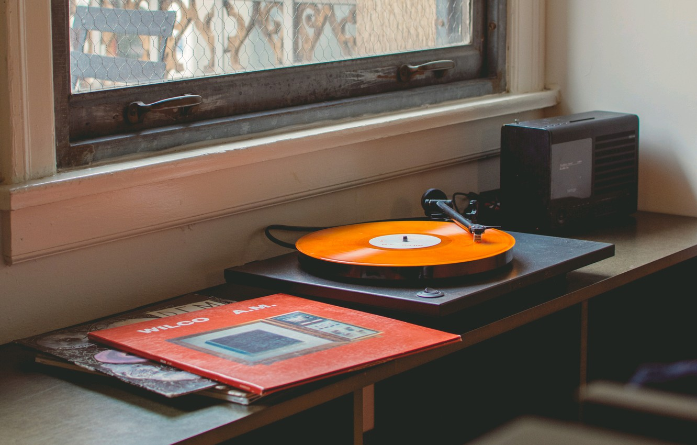 Photo wallpaper music, table, window, gramophone, vinyl records