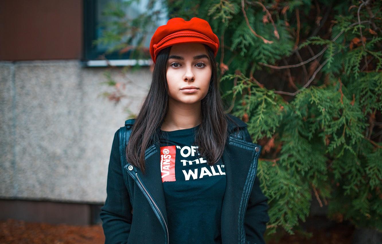 Photo wallpaper girl, red, portrait, makeup, brunette, jacket, t-shirt, hairstyle, cap, takes, bokeh