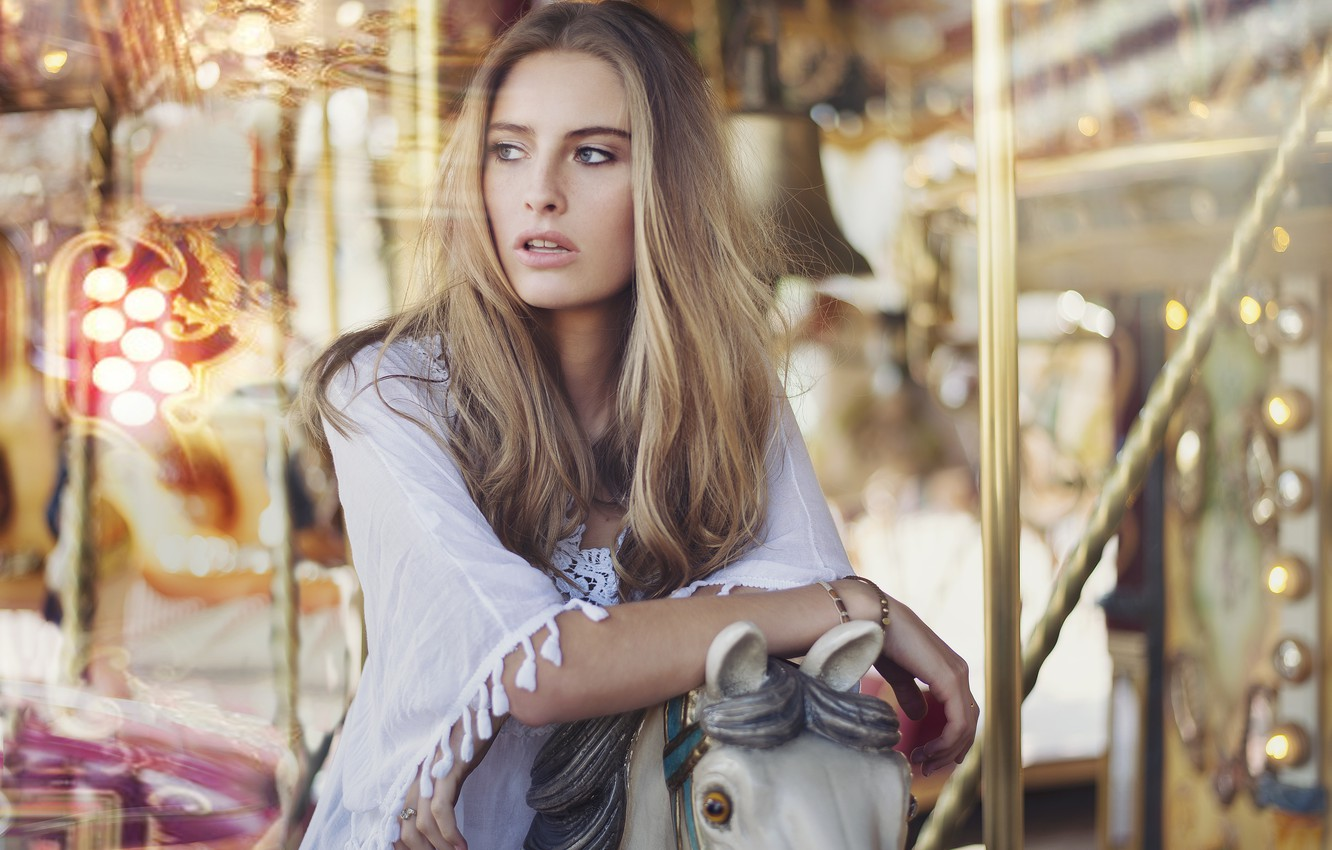 Photo wallpaper girl, portrait, blonde, carousel