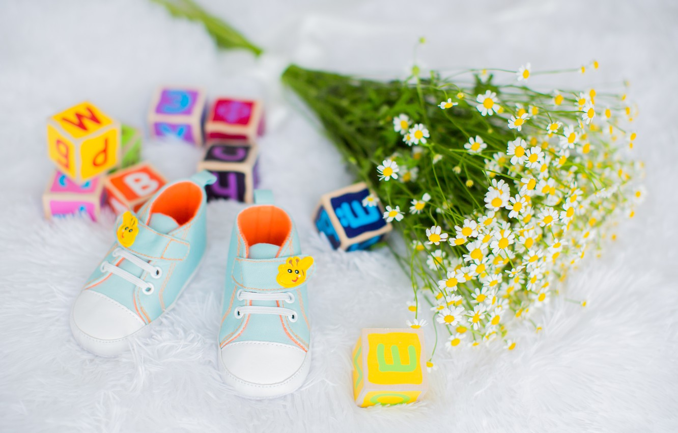 Photo wallpaper joy, happiness, flowers, children, heat, cubes, child, chamomile, pregnancy, shoes, waiting for a miracle, child, …