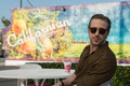 Picture frame, glasses, shirt, Cup, romance, table, Ryan Gosling, Ryan Gosling, the musical, La-La Land, The ...