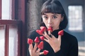Picture strawberry, ring, girl, fingers, hands, look, berries